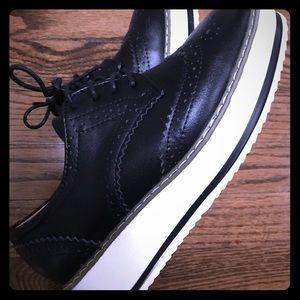 Shoes - Black saddle shoes size 6.5